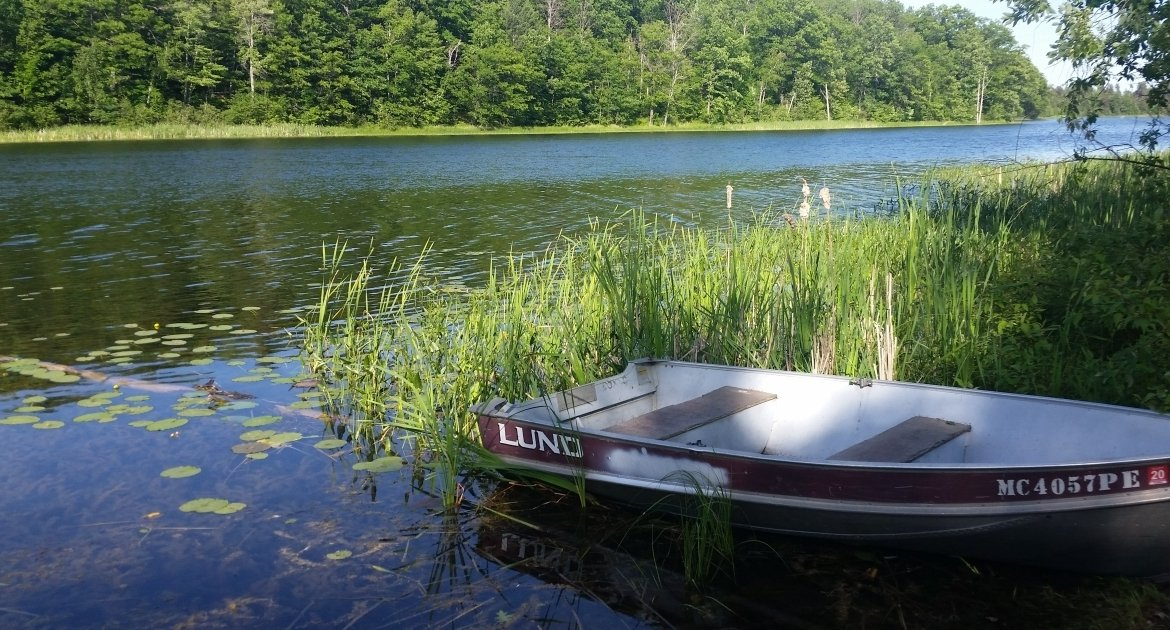 Devoe Lake & Grebe Lake Fishing Boats for Rent: Rollway Resort