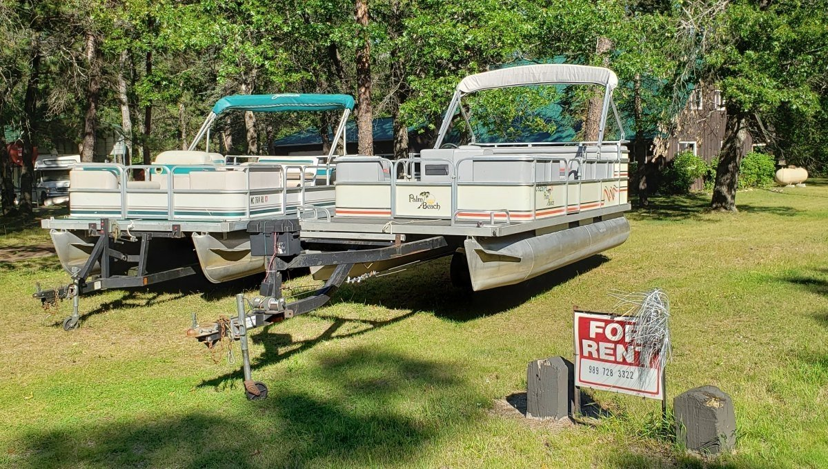 Rollway Pontoon Rentals: Hale, MI Boats for Rent