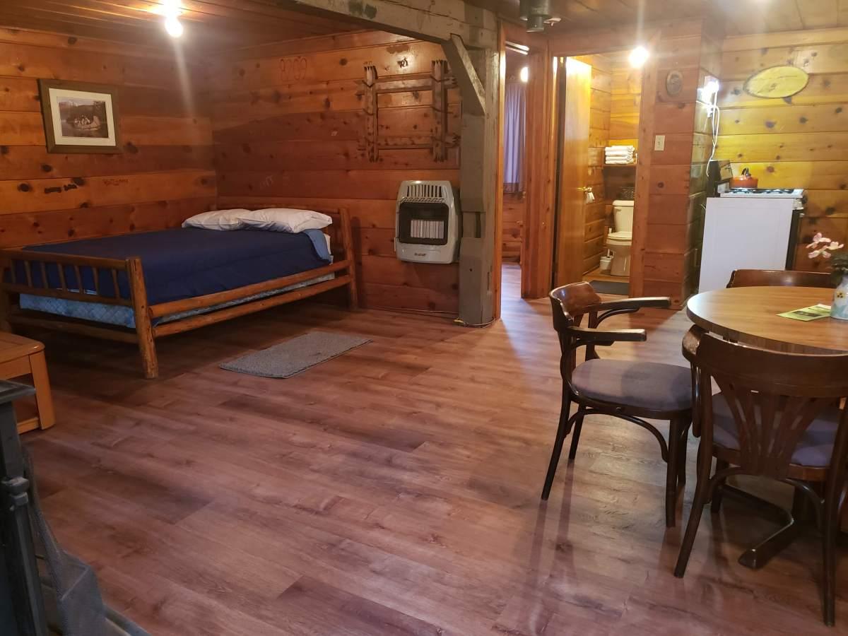 Au Sable River Vacation Cabins: Hale, MI